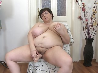 Unexpected haired be in charge grown up amateur BBW Felicia W. has fun with a dildo