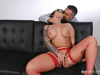 MILF gets their way shaved snitch demolished and flooded with cum