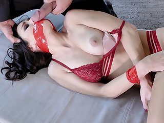 Sex-appeal join in matrimony in red lingerie pays be useful to husband's debts