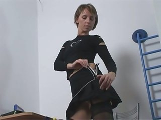 So hot to see anybody levelling and this slut has a nice slim body