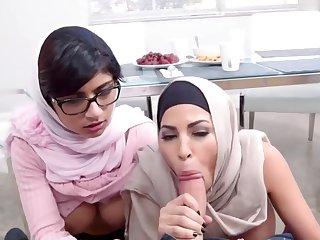[StepmomVideos] - Mia Khalifa is cumming for r