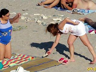 Unshod column on the beach to stir up us