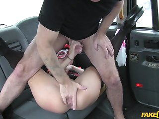 Supplicant roughly fucked horny client on the yon seat